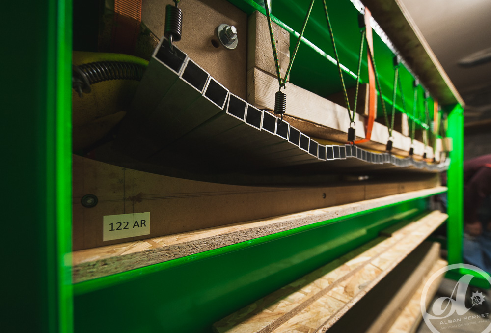 presse moule fabrication ski freeride design alpes maurienne carbone artisan artisanat